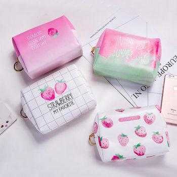 可愛い化粧ポーチ 小物入り 多機能バッグ レディース イチゴ 大容量 超軽量 持ち運び便利 OEMオリジナル製作対応
